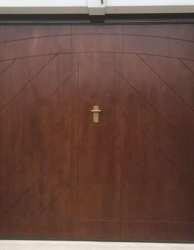 Longano_(IS)-Porta_basculante